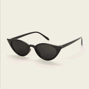 Accessories - 6️⃣✖️2️⃣5️⃣✨Black skinny frame cay eye sunglasses